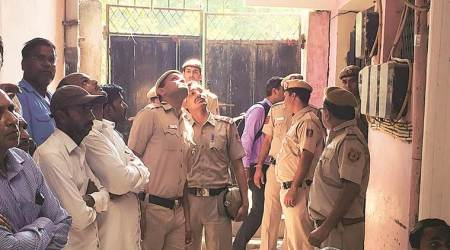 Delhi: Four barge into doctor's home, tie him up, stab and robhim