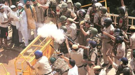 Teargas, water cannons greet farmers on border
