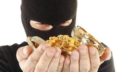 Pune Online fraudsters, Pune news, Pune gold jewellery stealing, Pune jewellery theft, Indian express