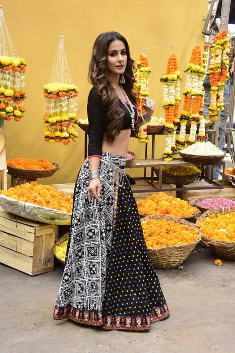 Hina Khan as Komolika