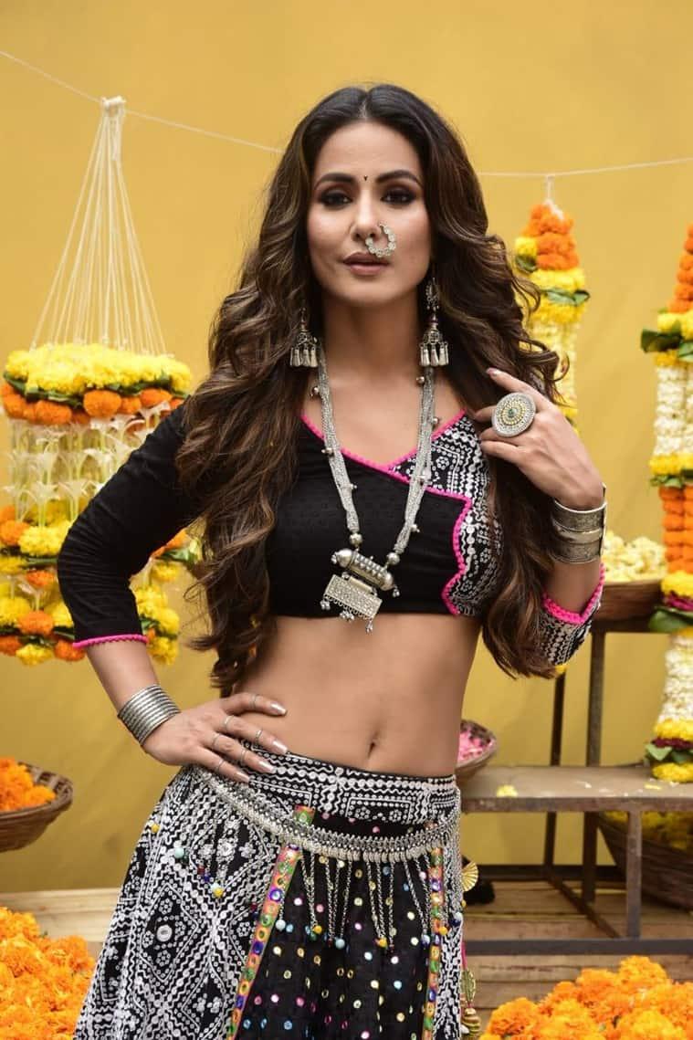 Hina Khan as Komolika photo