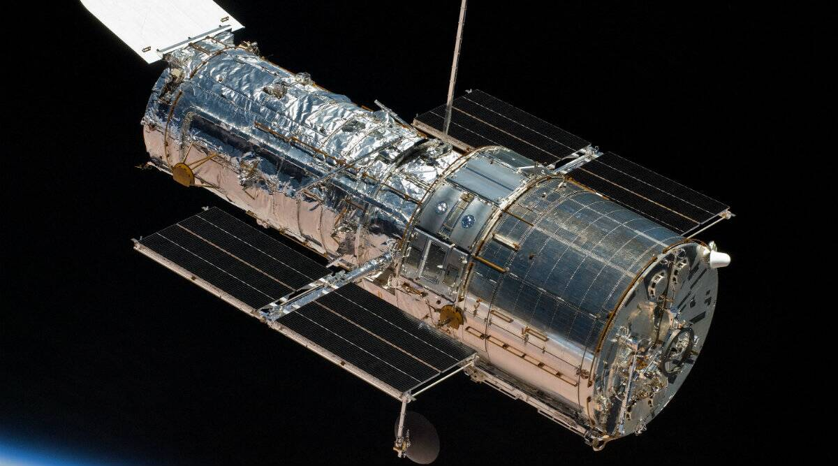 Spacecraft, Spaceflight, Space observatories, Astronomy, Hubble Space Telescope, Edwin Hubble, Great Observatories program, Lockheed Corporation, Gyroscope, Hubble, NASA, John M. Grunsfeld, National Aeronautics and Space Administration, Servicing Mission, United