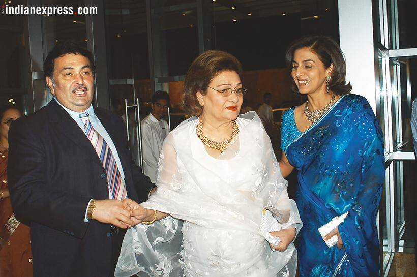 Krishna Raj Kapoor with son Rishi Kapoor and daughter-in-law Dimple Kapadia.