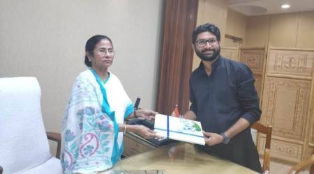 Dalit youth leader Jignesh Mevani, West Bengal Chief Minister Mamata Banerjee, Mamata invites Mevani, Mahagathbandhan, India News, Indian Express