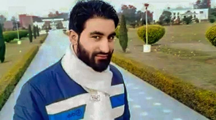 AMU issues notice to nine Kashmiri students for attempt to hold slain militant Mannan Wani's funeral prayer