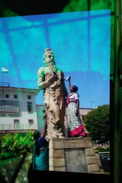 A day in the life of a Manu statue in the Rajasthan High Court