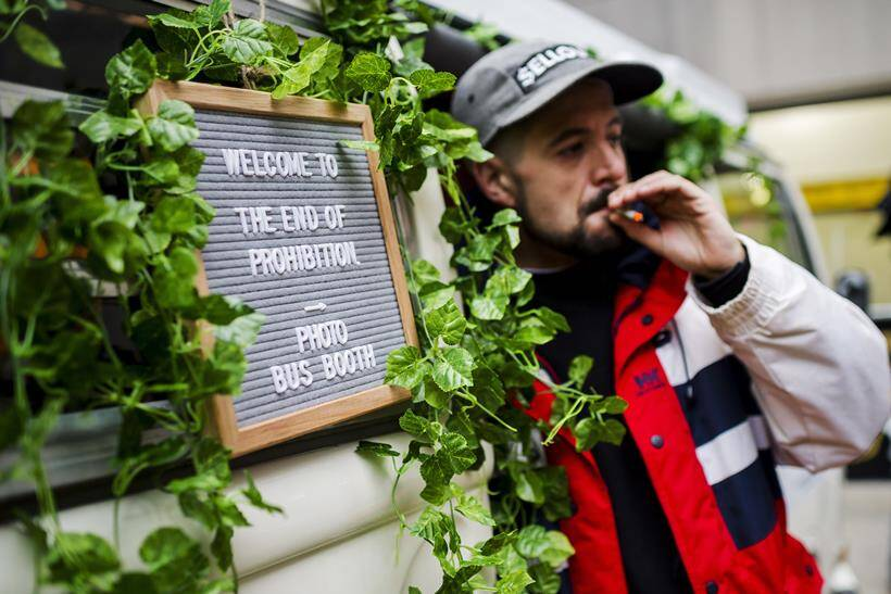 Canadians 'Wake and Bake' as Marijuana gets legalised in the country