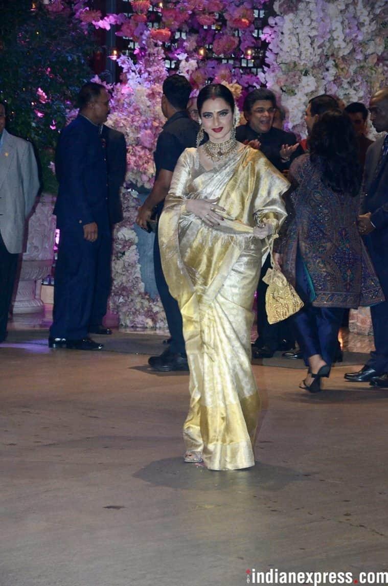 rekha, rekha birthday, happy birthday rekha, hbd rekha, actress rekha, rekha fashion, rekha style, rekha kanjeevaram saris, rekha latest looks, rekha updates, rekha latest pics, rekha saris, rekha traditional wear, rekha amitabh bachchan, rekha latest news, celeb fashion, bollywood fashion, indian express, indian express news