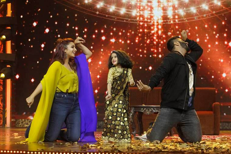 Parineeti Chopra and Arjun Kapoor interacting and dancing with contestant Inayat Verma