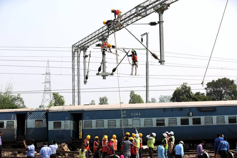 New Farakka Express derails near UP's Rae Bareilly, seven killed