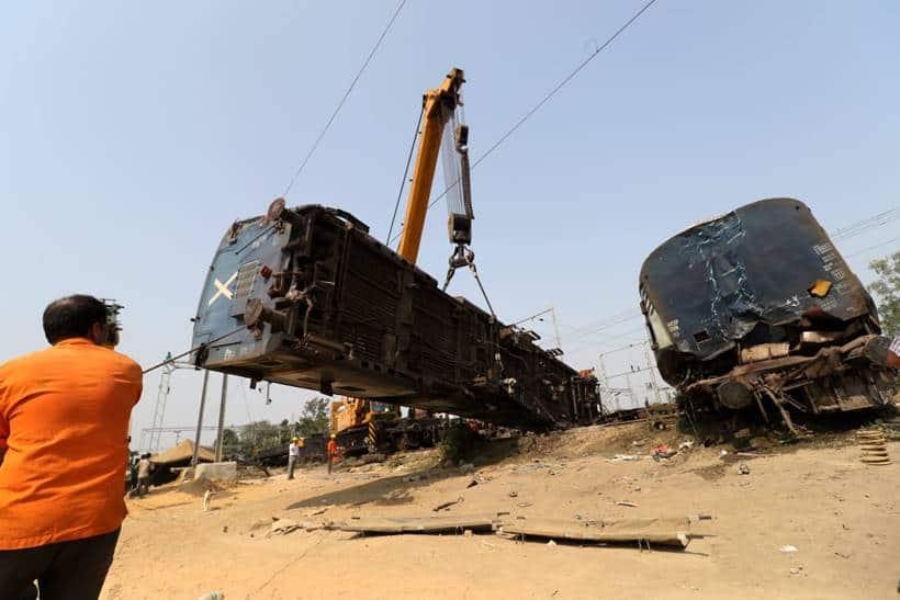 New Farakka Express derails near UP's Rae Bareilly, seven killed