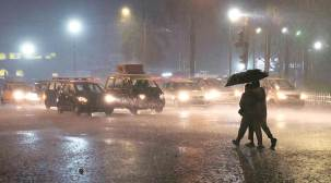 Light showers, thunderstorms in Mumbai