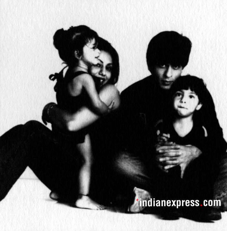 shahrukh and wife gauri with aryan and suhana