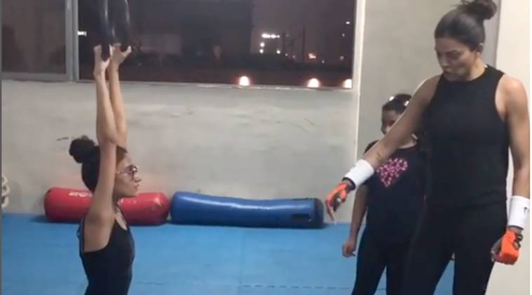 sushmita sen, sushmita sen workout video, susmita sen doing exerise