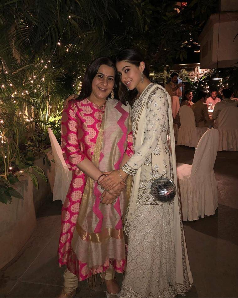 sara ali khan photos with amrita singh