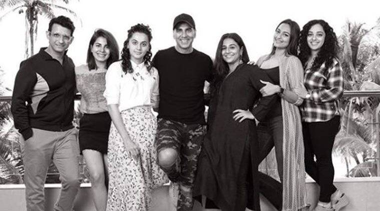 akshay kumar introduces mission mangal team