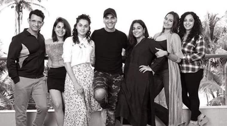 akshay kumar introduces mission mangal team