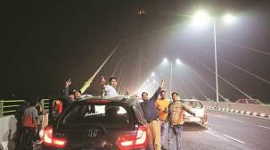 Signature Bridge becomes selfie central, police on their toes
