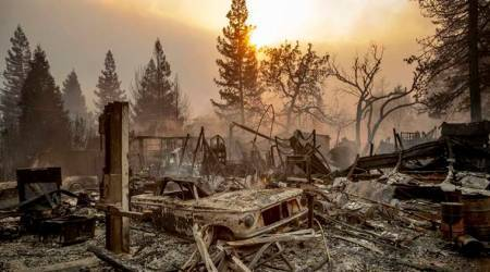 Wildfire ravages California town, thousands forced toevacuate