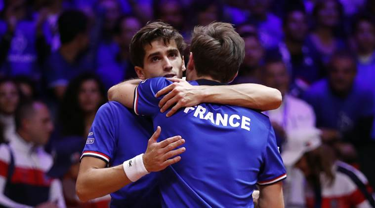 French stay alive with doubles win
