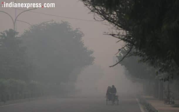 Delhi pollution, air quality index delhi, delhi after diwali, air quality in delhi, Delhi people, Delhi news, Delhi pollution photos, Delhi haze, Delhi firecrackers burning, Indian express