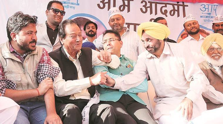 BJP's Harmohan Dhawan joins AAP, says 'I am here for the Aam Aadmi, will work for him'