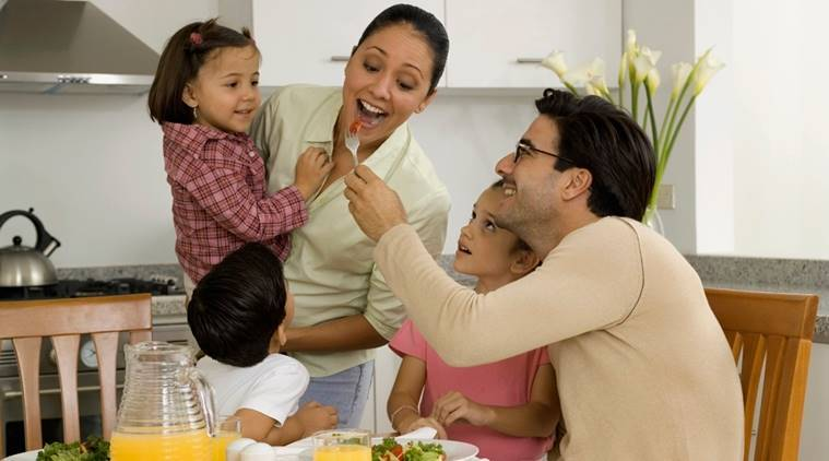 family dinner, healthy eating, healthy eating habits, healthy eating children, healthy eating manners, table manners, child health, indian express, indian express news