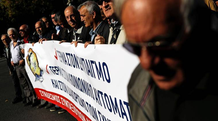 Greece: Public sector workers strike for higher pay   World News