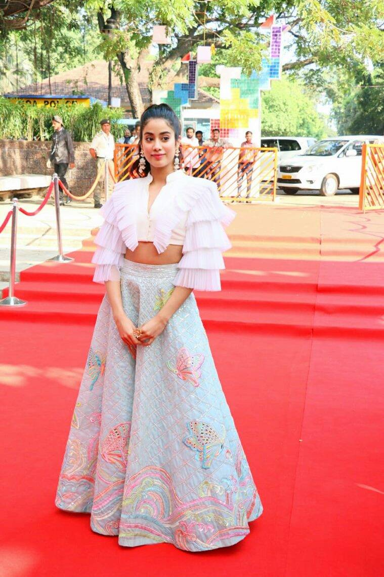 janhvi kapoor, iffi 2018, janhvi kapoor latest news, 49th International Film Festival of India goa, janhvi kapoor recent photo, janhvi kapoor red carpet, janhvi kapoor updates, janhvi kapoor fashion, celeb fashion, bollywood fashion, indian express, indian express news
