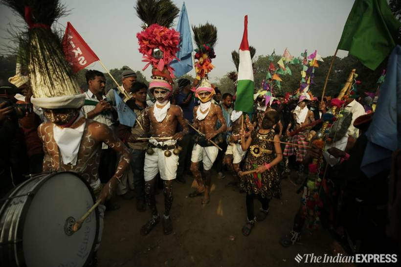 In pictures: Sea of farmers march to Parliament, traffic woes loom
