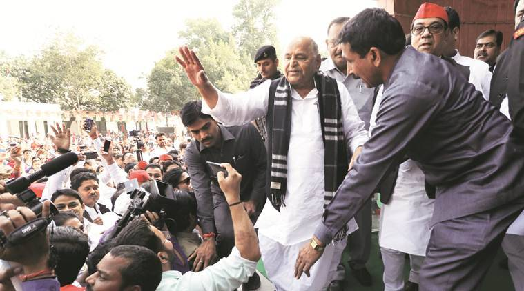 On birthday, Mulayam visits SP office, skips Shivpal Yadav outfit event