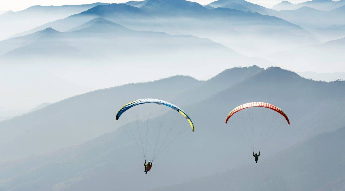 Hero pilot saves man after paraglider rope snaps mid air, Kalimpong, West Bengal, West Bengal paragliding accident, paraglider rope breaks, paragliding video, viral video paraglider snaps, paragliding, adventure sports, viral video, indian express, indian express news