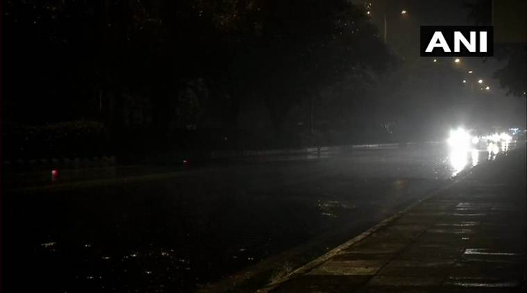 Temperature dips in Delhi due to light rains, air quality remains in 'severe' category