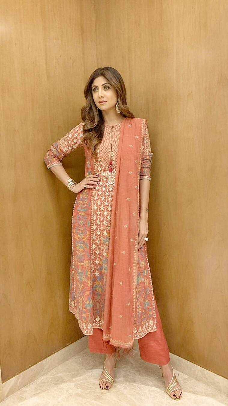 shilpa shetty,shilpa shetty fashion, shilpa shetty latest looks, shilpa shetty saris, shilpa shetty latest photos, shilpa shetty designer outfits, shilpa shetty news, indian express, indian express news