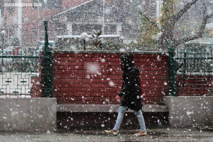 snowfall in srinagar, srinagar snowfall, srinagar snowfall photos, srinagar snowfall pics, j&k snowfall pics, snowfall in j&k pics, first snowfall in j&k photos, first snow in srinagar, first snow of the season, j&k news, Indian express