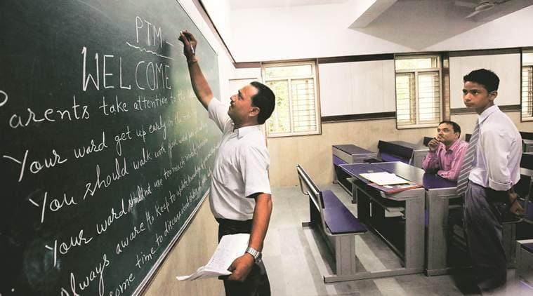 7th pay commission 7 cpc, teachers salary, teachers protest, govt teacher jobs, sarkari naukri, HRD, UGC, Prakash Javadekar, education news,