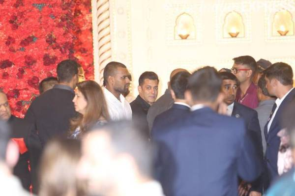 Salman khan at Isha Ambani wedding