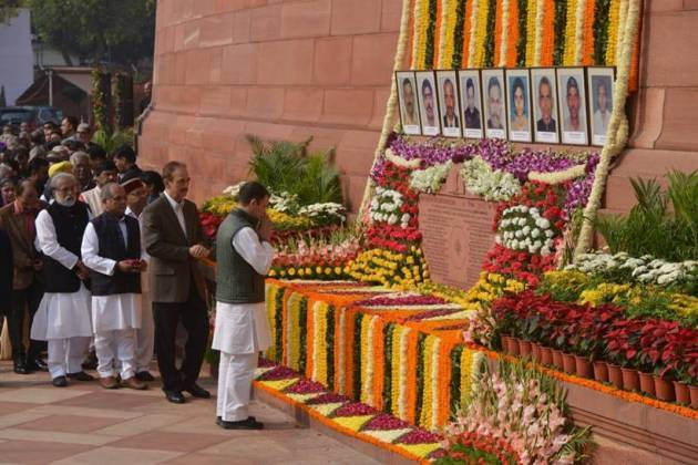Political leaders pay homage to martyrs of 2001 Parliament attack