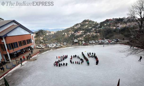 Cold wave intensifies across North India, Darjeeling gets snow after a decade