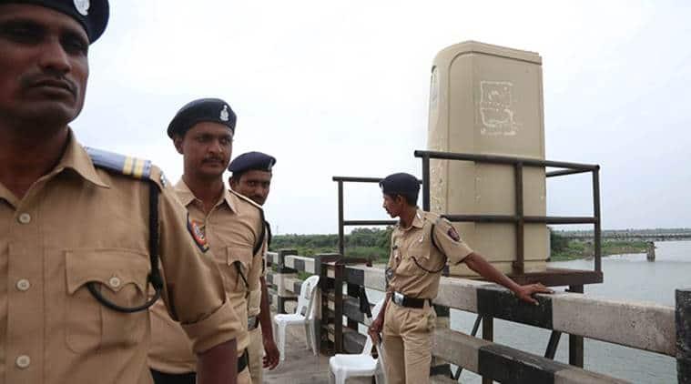 murder, ludhiana, murder accused escapes police custody, police, bathinda, bathinda civil hospital, policeman suspended, bathinda jail, ludhiana central jail, punjab news, indian express news