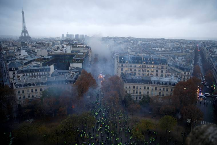 France 'yellow vest' protests: 211 arrested, 89,000 police deployed across country