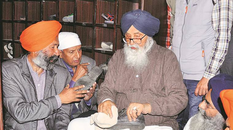 Top SAD leaders do volunteer service at Golden Temple
