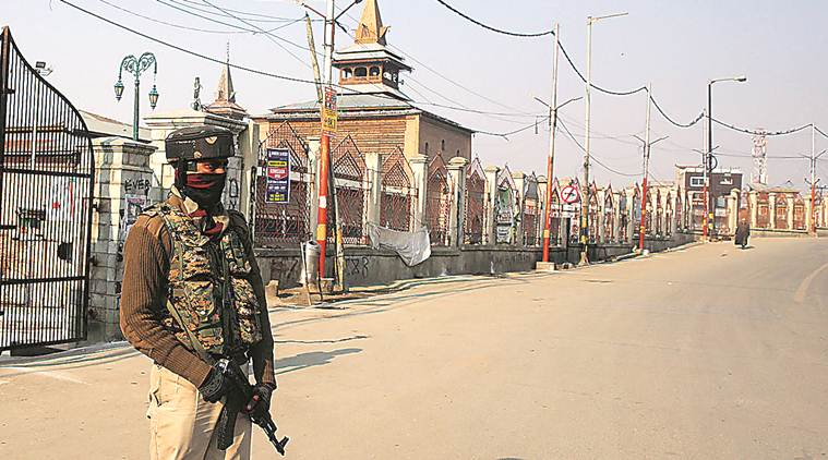 pulwama, pulwama encounter, pulwama clash, pulwama army, pulwama militants, jammu and kashmir, jammu and kashmir encounter, civilians killed in pulwama, separatists, hizbul mujahideen, indian army, kashmir crisis