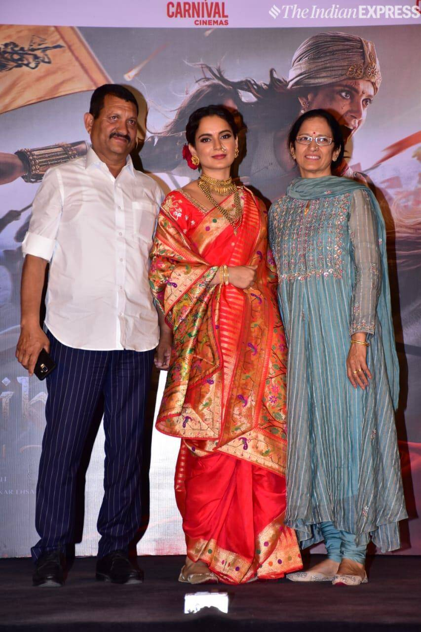 Kangana poses with her parents Amardeep Ranaut and Asha Ranaut.