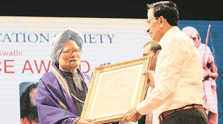 Manmohan singh, former prime minister, manmohan singh awarded, award for manmohan singh, sies award, mumbai news, indian express
