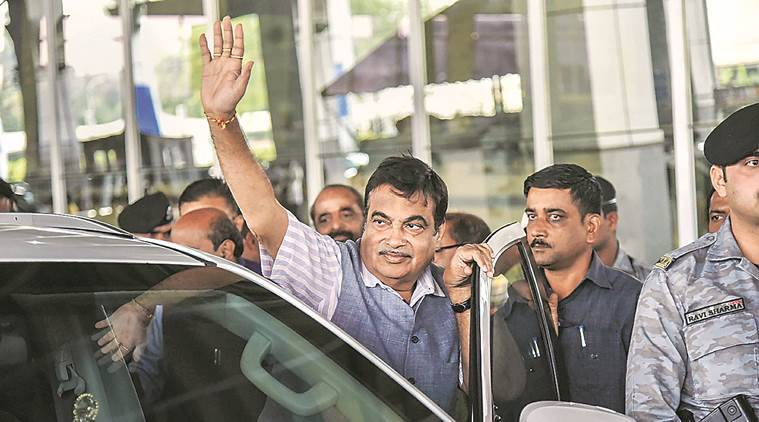 Nitin Gadkari, Union Minister Nitin Gadkari, Nitin Gadkari fainted, Gakari fainted during public function, Indian Express