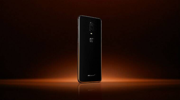 OnePlus 6T Mc Laren Edition comes in a combination of Papaya Orange and black colour variant. Mc Laren logo is on the back cover as well