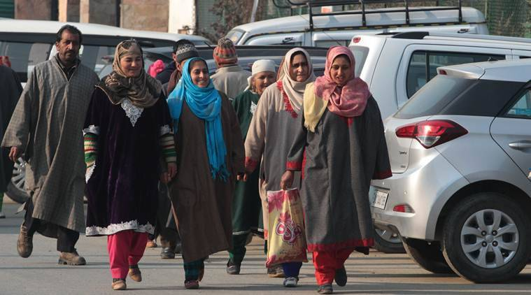 controversy over Kashmiri pheran