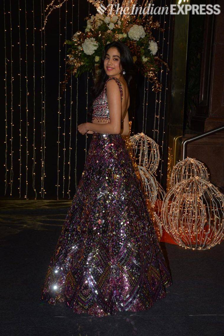 priyanka chopra mumbai reception photos