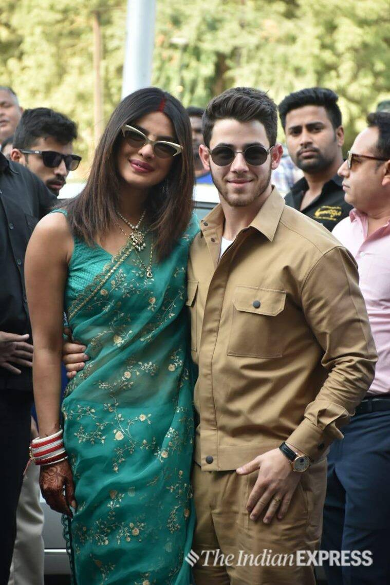 priyanka nick posing at jodhpur airport